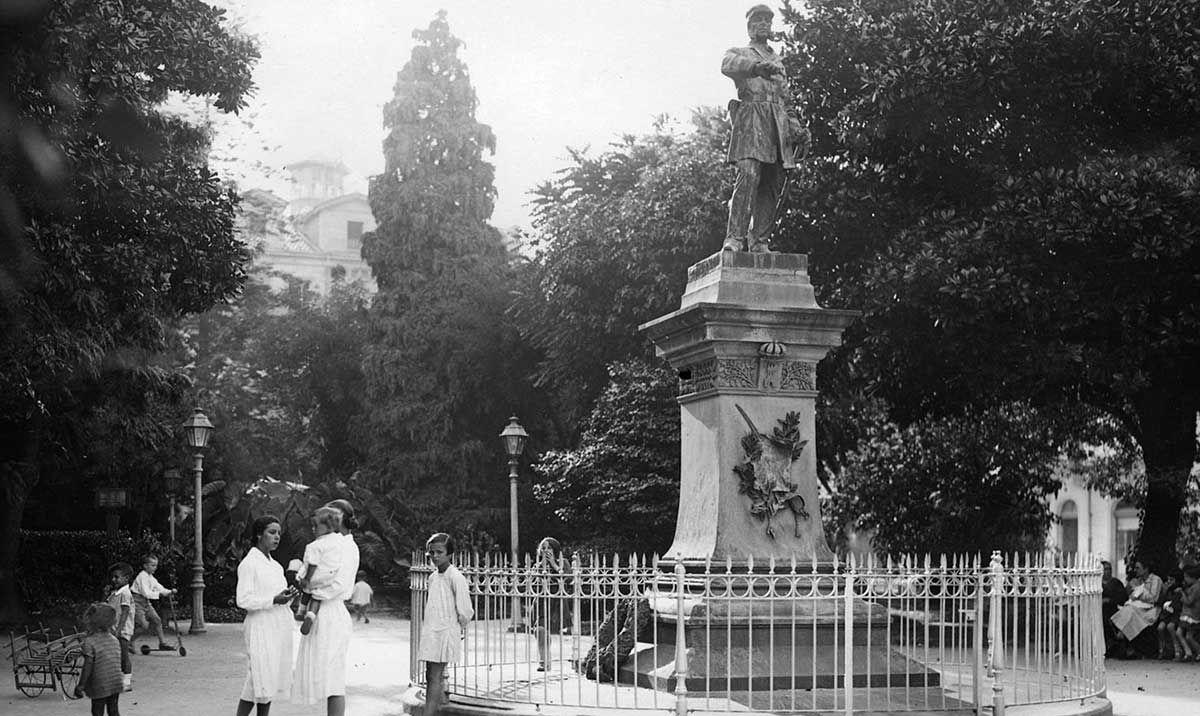 Monumento a Méndez Núñez en La Alameda 1920 -1936