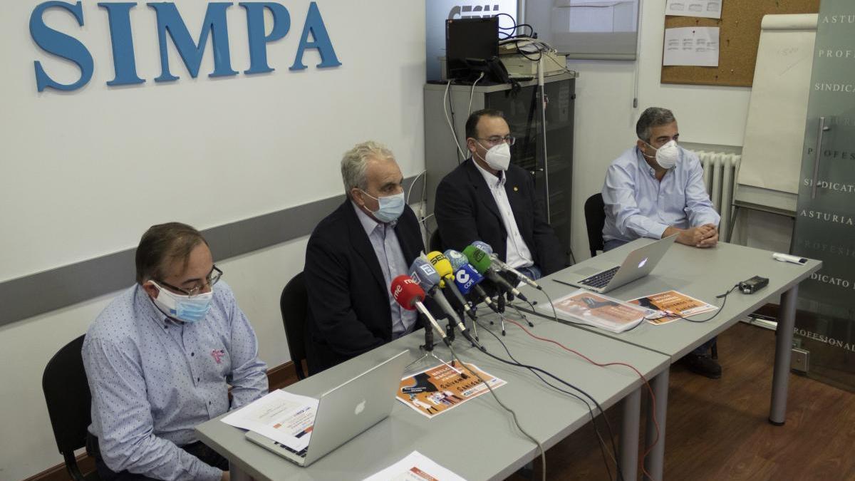 Los dirigentes del SIMPA José Antonio Vidal, Antonio Matador, Javier Alberdi y Carlos Fernández Moro, en la rueda de prensa de esta tarde.