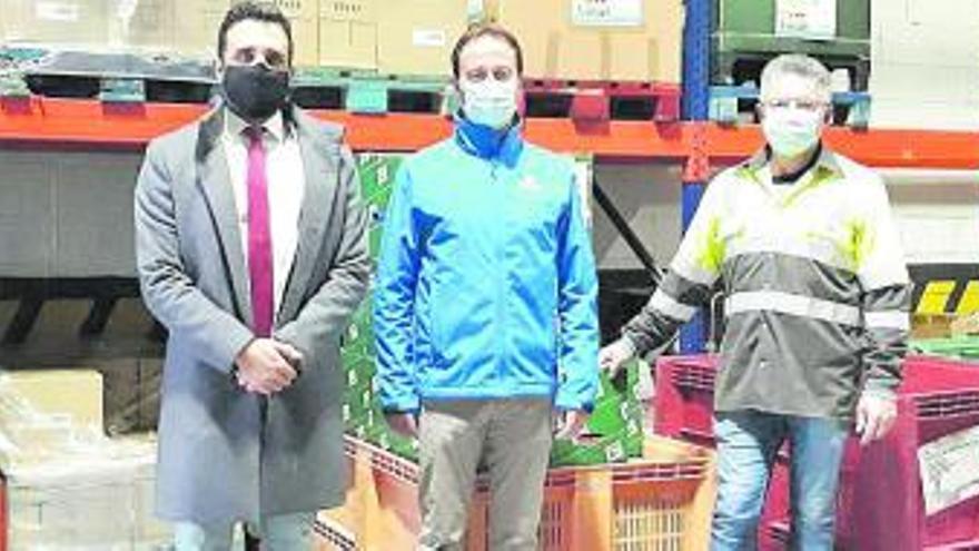Lafarge dona 1.500 kilos de comida y productos higiénicos al Centre d'Aliments
