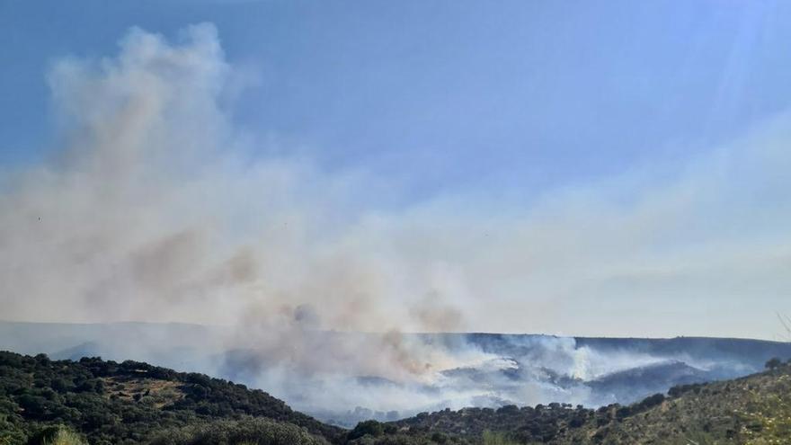 El incendio de Peraleda de San Román quema 500 hectáreas