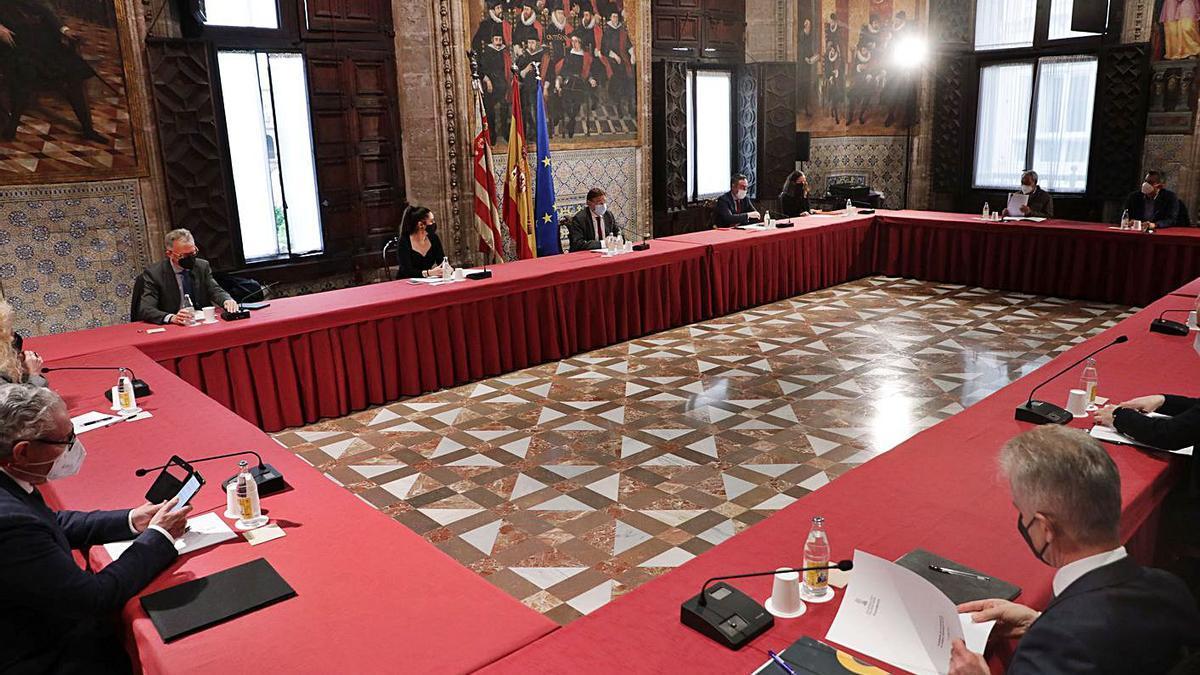 Un momento de la reunión celebrada ayer en el Palau de la Generalitat.   LEVANTE-EMV