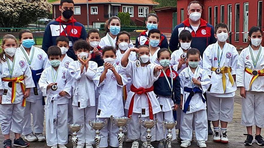 La castrillonense Llara Valle defenderá a Asturias en el Nacional infantil de kárate