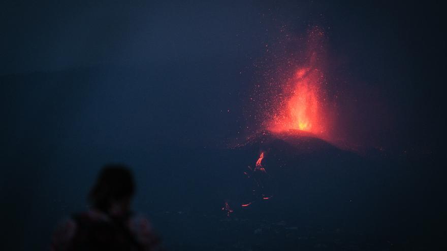 Impresionantes imágenes del volcán de La Palma en erupción