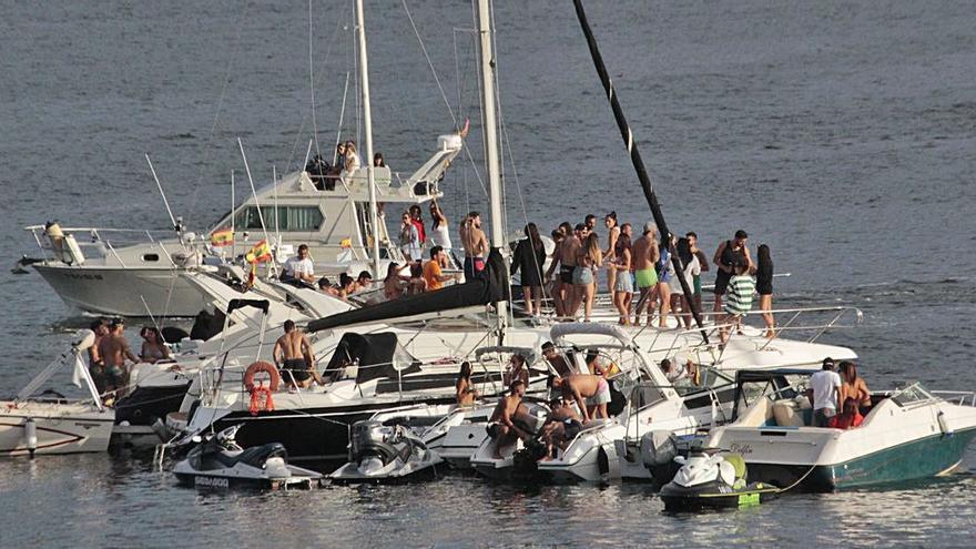 """""""Troula Boat Party"""" en aguas de Domaio"""