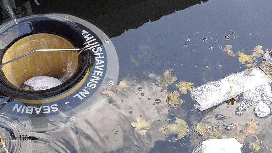 Papeleras marinas en Mallorca para recoger la basura de los puertos