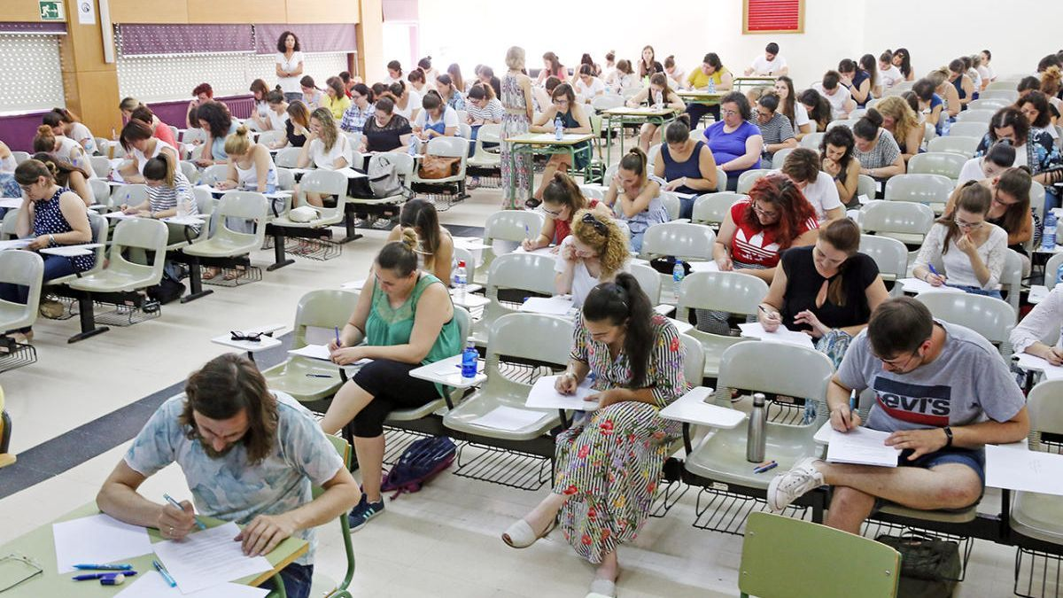 Opositores a docentes en una convocatoria anterior de la Consellería. // Marta G. Brea