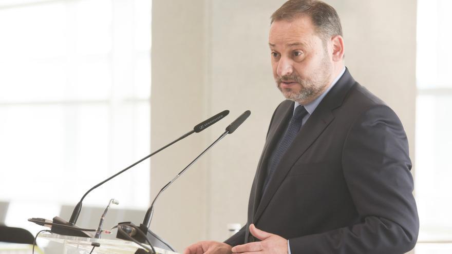 """Ábalos afirma que pagó la estancia en Canarias y lamenta la """"intimidación"""" dirigida a su familia"""