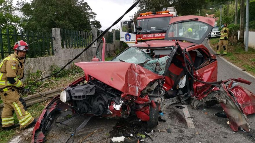 Un muerto y un herido tras estamparse un coche contra un muro en el vial a Aguete