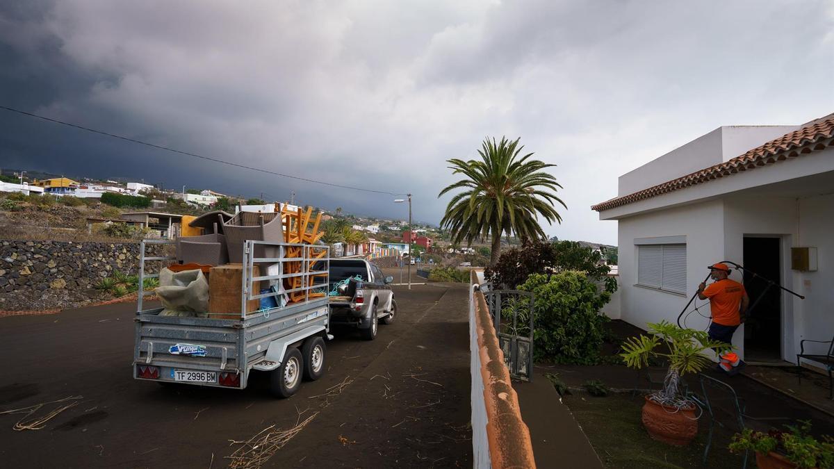 Afectados por la erupción del volcán en La Palma.