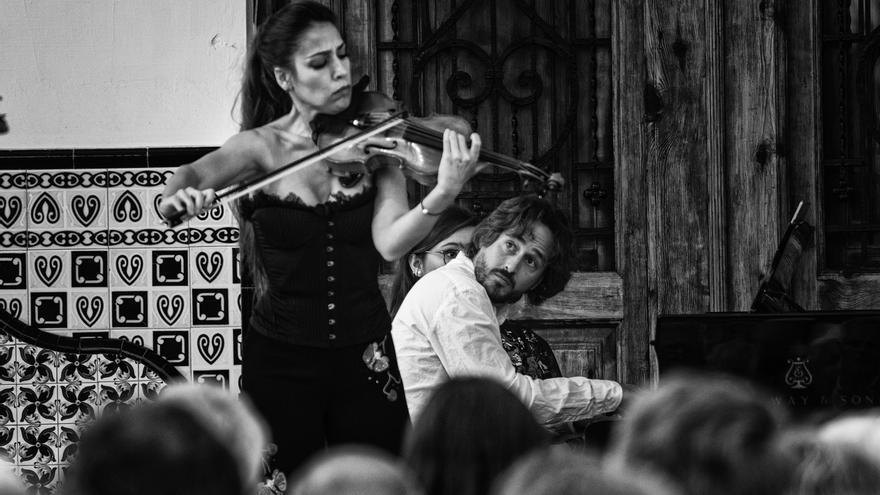 La violinista Leticia Moreno y el pianista Antonio Galera ofrecen un concierto en La Beneficencia