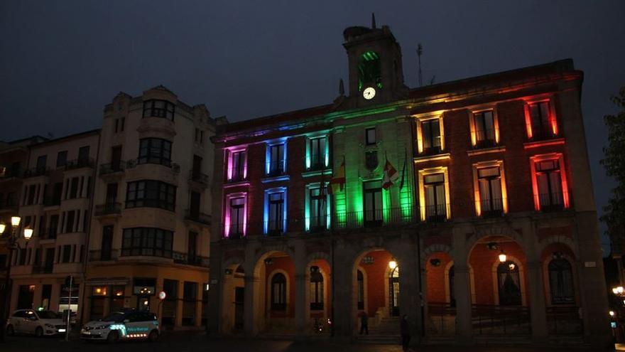 Zamora tira de orgullo LGTBI