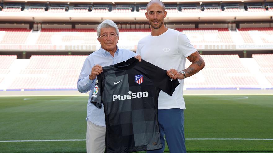 El Atlético de Madrid confirma la cesión del portero Ivo Grbic al Lille y la llegada de Benjamin Lecomte
