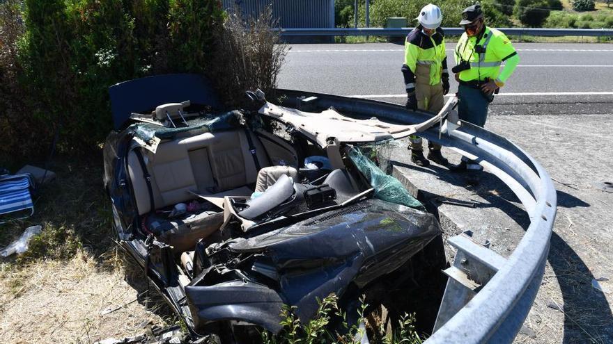 Fallecen un conductor de 19 años y su madre en un accidente en la A-6 en Abegondo