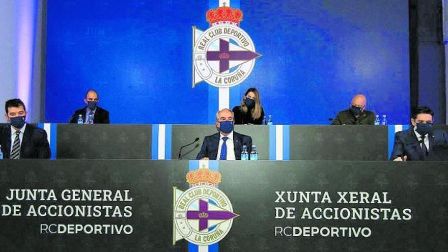 El Dépor mantendrá las pérdidas, pero Couceiro garantiza el apoyo de Abanca