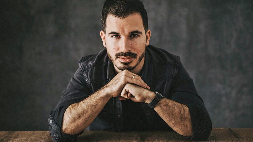 Javier Castillo: «Seguiría siendo feliz escribiendo como hobby»