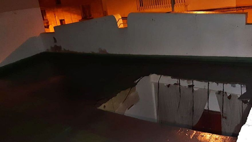 Quince afectados por el derrumbe de un techo en una casa del barrio de La Salud