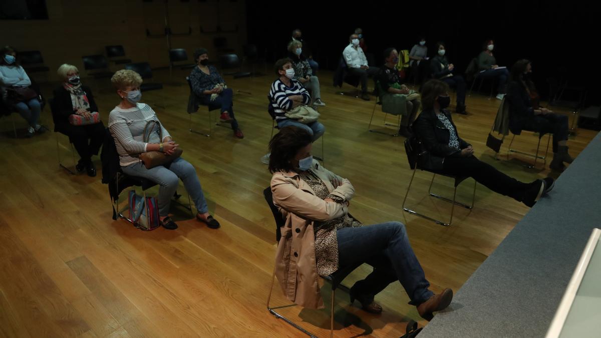 Público en un acto anterior organizado por el Club Faro