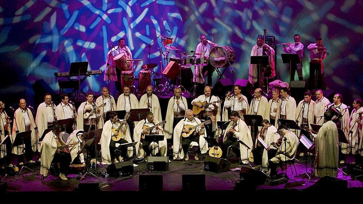 Un concierto de Los Sabandeños, que participan en uno de los programas espaciales de estos días. | | EL DÍA