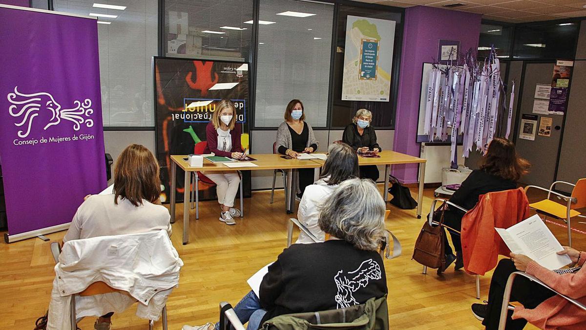 El Consejo de la Mujer comienza a organizar los actos del 25-N | PABLO SOLARES