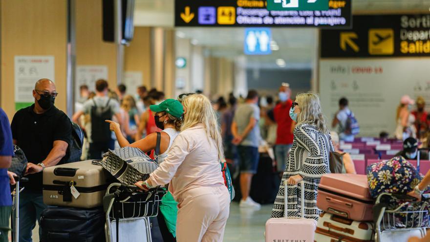 El aeropuerto de Ibiza inicia septiembre con un 14% menos de vuelos