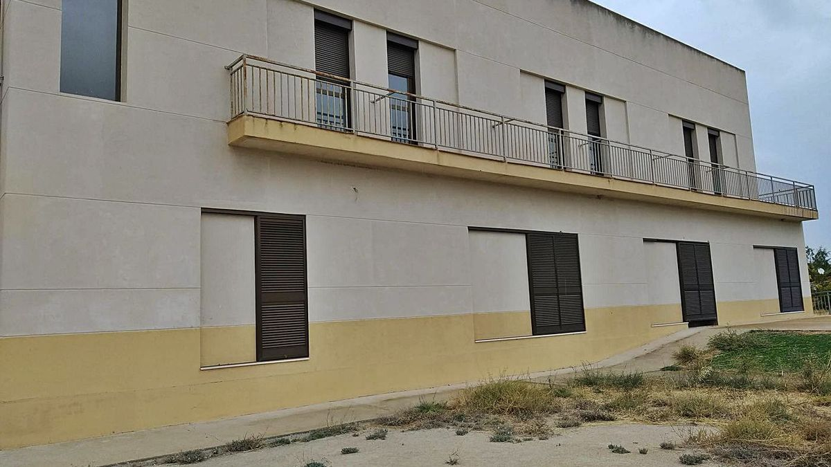 El actual edificio del centro social, de dos plantas, contará con dormitorios, una gran sala de estar y una cocina. | SERVICIO ESPECIAL