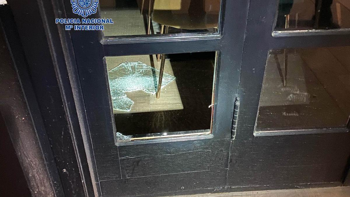 La puerta que forzó para robar