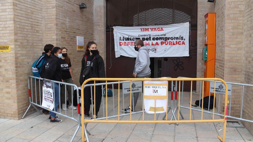 Piquets informatius bloquegen les facultats de la UdG