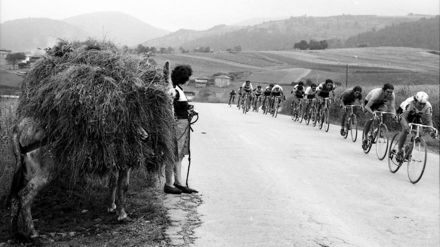 Instantáneas para recordar Asturias: así era la región que fotografió José Vélez durante la segunda mitad del siglo XX