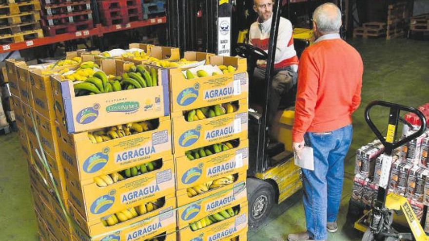 El impago de la luz obliga a cerrar una oficina de reparto de comida en La Feria