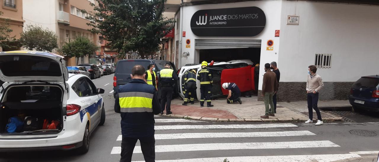 Imagen del aparatoso accidente ocurrido en Alicante.