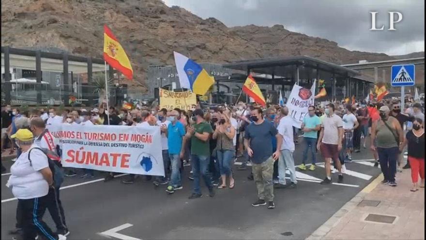 Los extremos ideológicos vienen a las Islas a 'pescar' en plena crisis migratoria