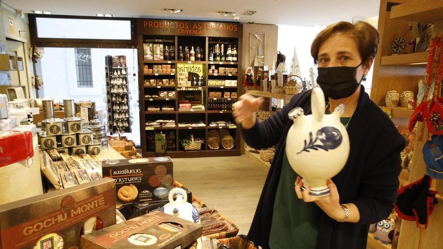 Los negocios de souvenirs exigen su vinculación al turismo para optar a ayudas