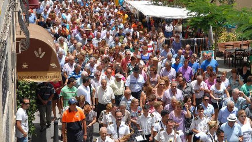 Tunte saca al Apóstol Santiago en procesión