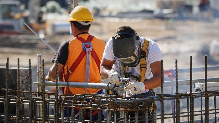 Adecco oferta más de 600 puestos de trabajo en la industria, entre ellos soldadores y mecánicos