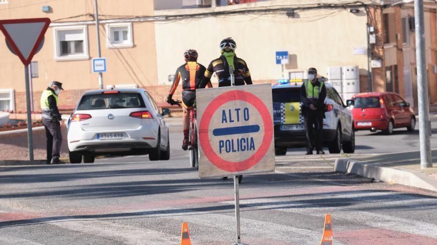 """La Policía Local de Petrer alerta de otra oleada de hurtos mediante el """"abrazo cariñoso"""""""