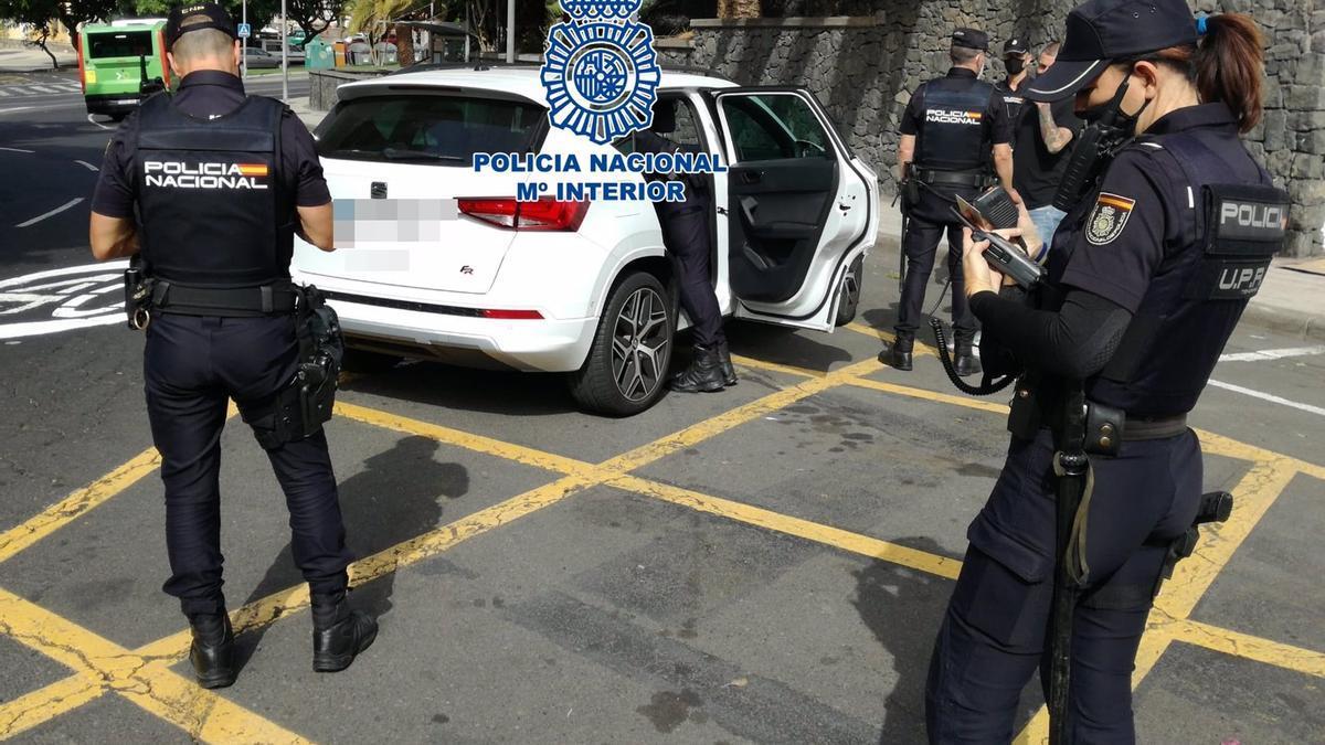 Control de la Policía Nacional para controlar las medidas 'antiCovid' -