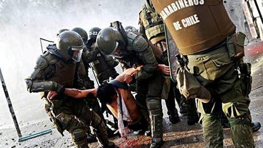 Piñera y la oposición inician un proceso para liquidar la Constitución de Pinochet