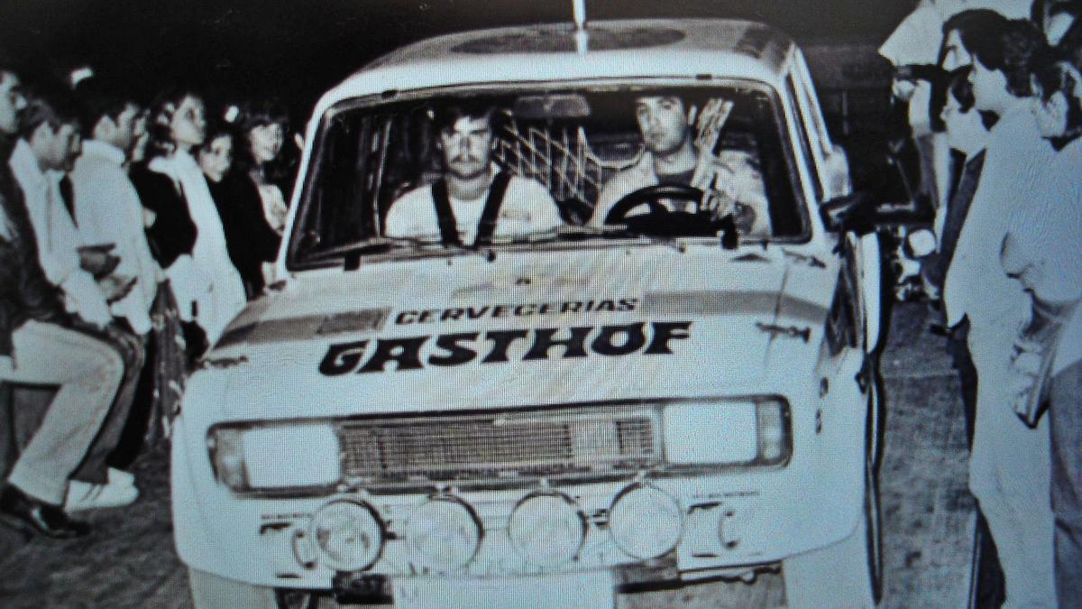 Pablo, de copiloto de Carlos Piñeiro, en una prueba automovilística.   | // LA OPINIÓN