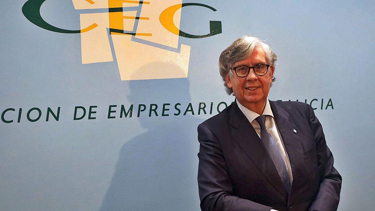 Juan Manuel Vieites, ayer en Santiago tras ser elegido presidente de la CEG. |   // XOÁN ÁLVAREZ