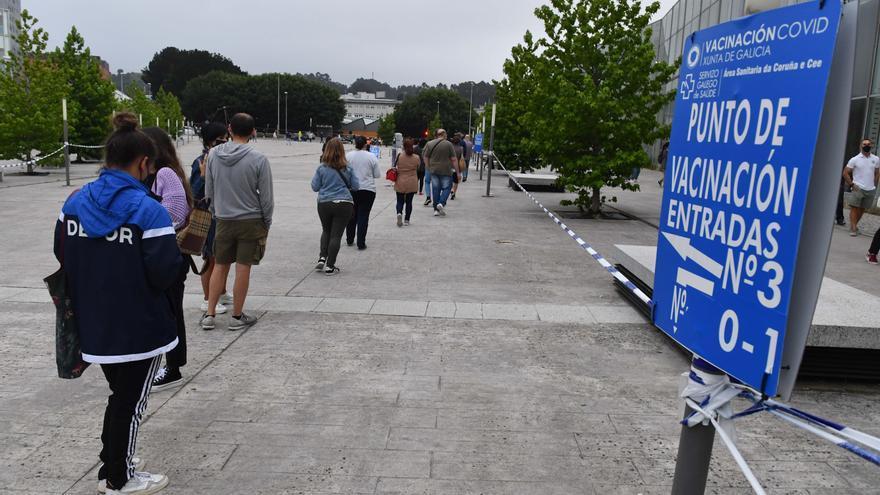 La vacunación contra el COVID en A Coruña no se parará el día festivo de San Juan