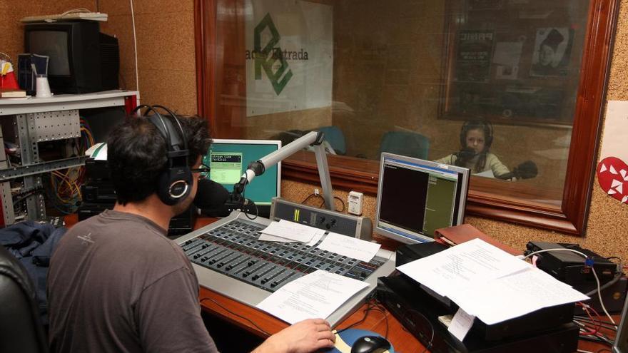 Diez alumnos de A Estrada, Cuntis y Catoira vencen en el concurso de cartas de amor de Radio Estrada
