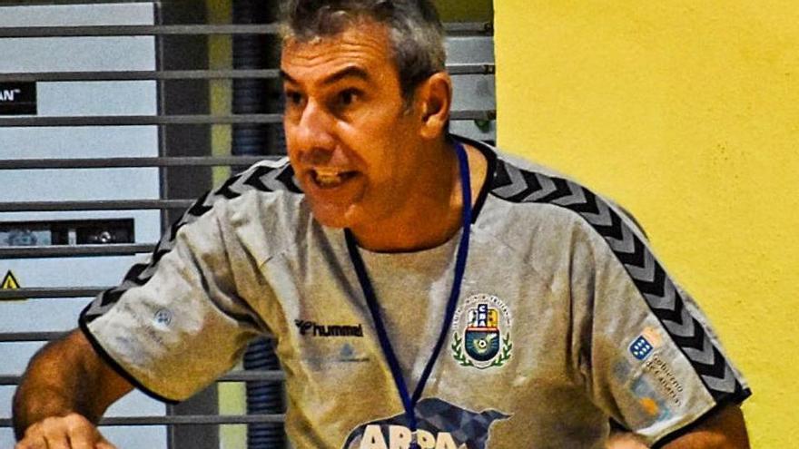 Lolo Galván, dirigiendo un partido esta temporada. | | E.D.