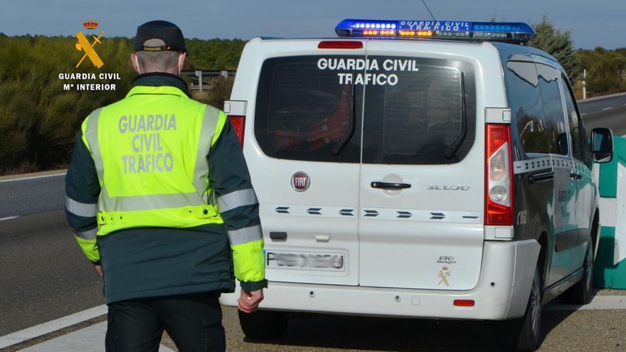 La Guardia Civil busca al fugado tras un choque en la autovía de Siero con heridos