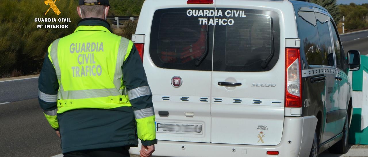Un equipo de atestados de la Guardia Civil de Tráfico.