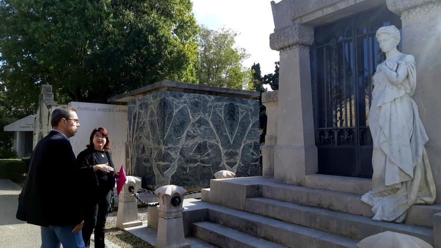 Figueres estrena una nova ruta que ressegueix part de la història de la ciutat a través de 22 panteons del cementiri