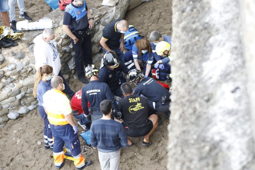 Un joven cae a las rocas en la punta de Lequerica
