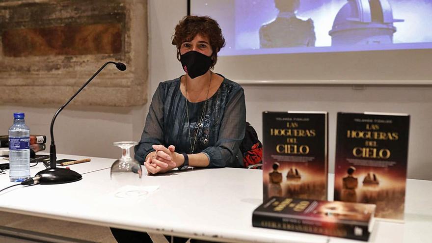 """La zamorana Yolanda Fidalgo presenta """"Las hogueras del cielo"""""""
