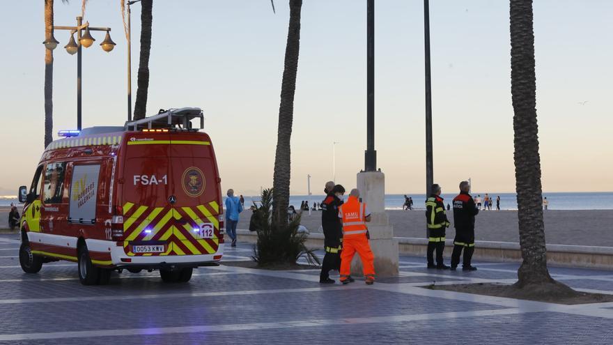 Buscan a un desaparecido en el mar frente a la playa de la Malva-rosa