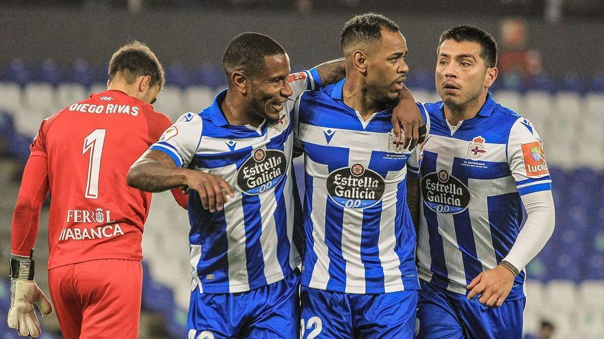 Rolan hace el 1-0 ante el Racing de Ferrol