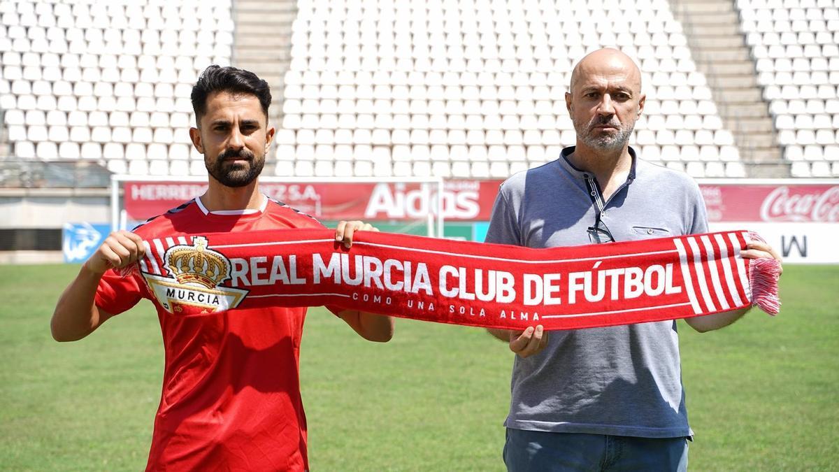Javi Saura junto a Manolo Molina en su presentación oficial con el Real Murcia